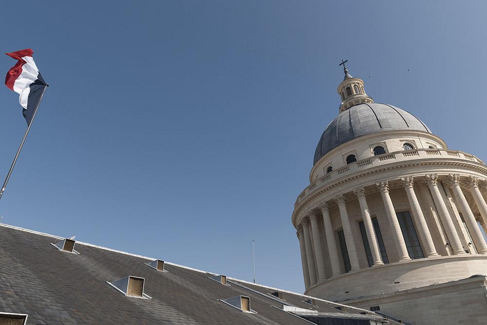 Pantheon-dome-et-drapeau-francais-vus-depuis-la-coursive-sud-ouest-Benjamin-Gavaudo---Centre-des-monuments-nationaux