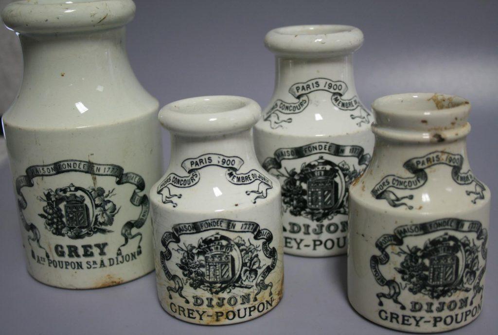 Pot de moutarde de Dijon en faïence fine daté du début du XXe siècle - © Alban Horry, Inrap