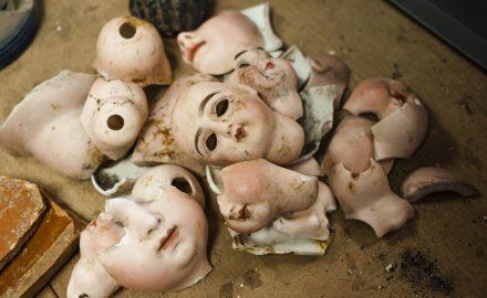 Morceaux de poupées en porcelaine de luxe datées du début du XXe siècle - © Alban Horry, Inrap