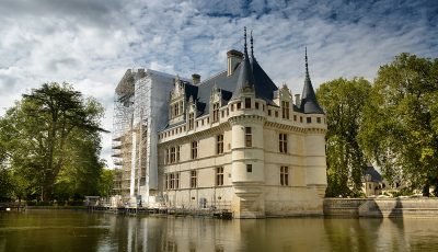 Facade-restauree-Cheteau-d-Azay-Leonard-de-Serres