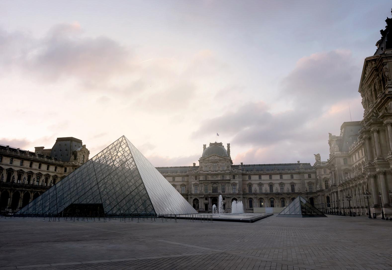 Batijournal le mus e du louvre am liore l accueil de ses visiteurs batijournal - Construction pyramide du louvre ...