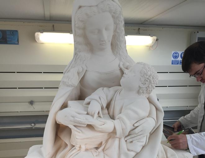 reproduction de la vierge à l'enfant