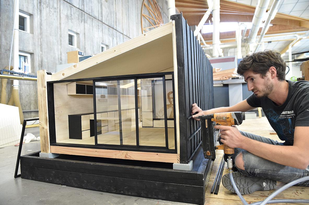 fabrication-de-la-maquette-wood-stock-lors-d-un-chantier-ecole-lesb_juillet-2016