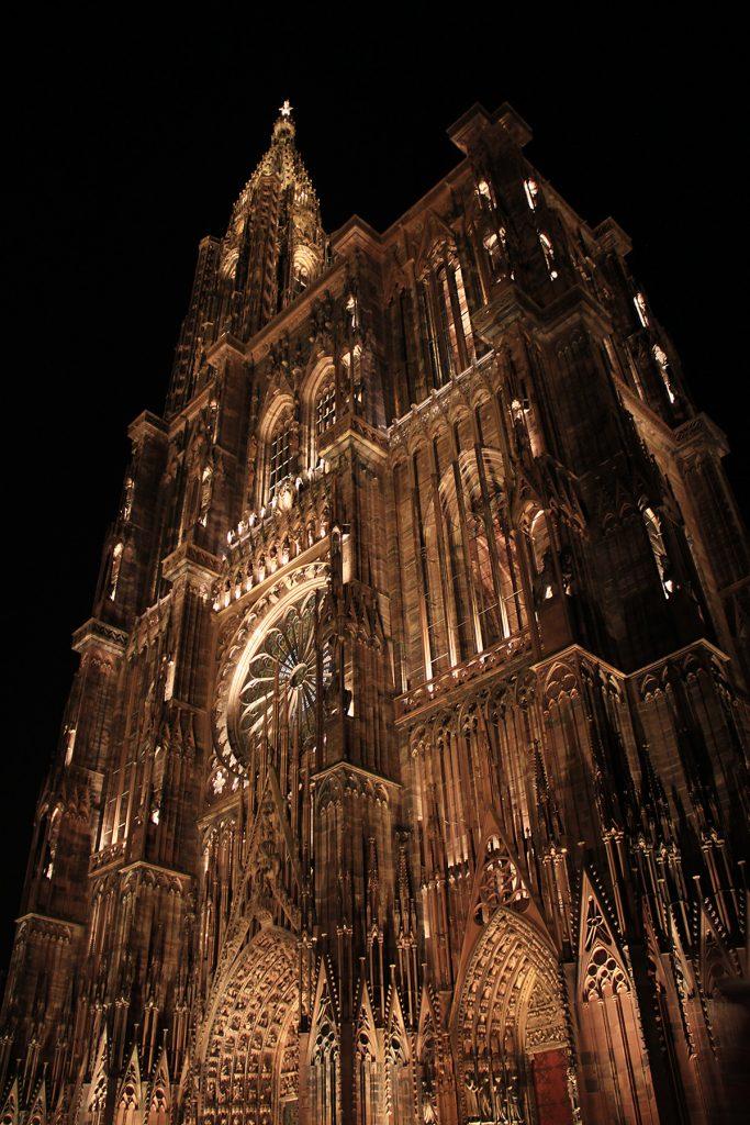 cathedrale-notre-dame-strasbourg-france-mise-en-lumiere-perenne-conception-lumiere-l-acte-lumiere-vincent-laganier
