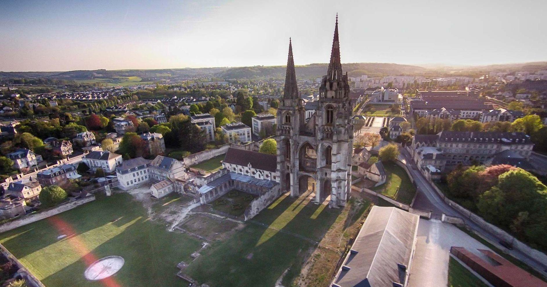 Batijournal protection et valorisation de l 39 abbaye saint for Piscine soissons