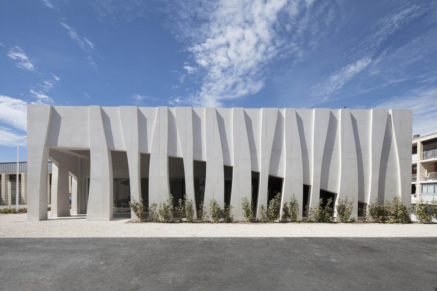 Batijournal les fa ades dynamiques sculpt es en b ton for Ouvrage architectural