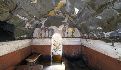 tombe en tuf cite antique de cumes en italie cnrs