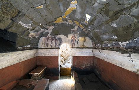 Un banquet vieux de 2800 ans figé sur les parois d'une tombe dans la la cité antique de Cumes