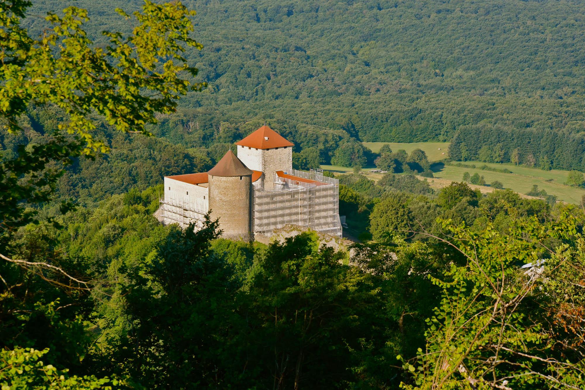 Le donjon du château des Allymes sur le chemin de sa restauration globale