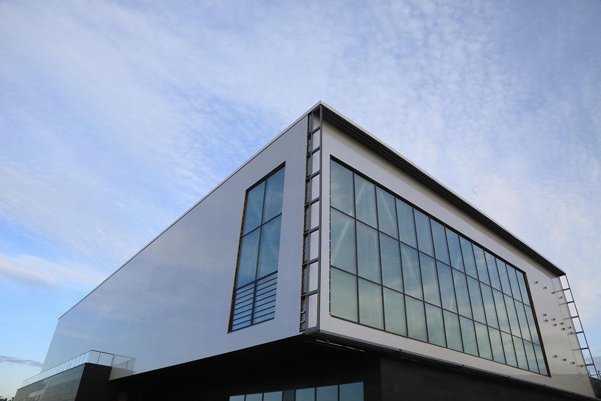 Acier et pierre pour le nouveau complexe sportif de Saint-Maur-des-Fossé