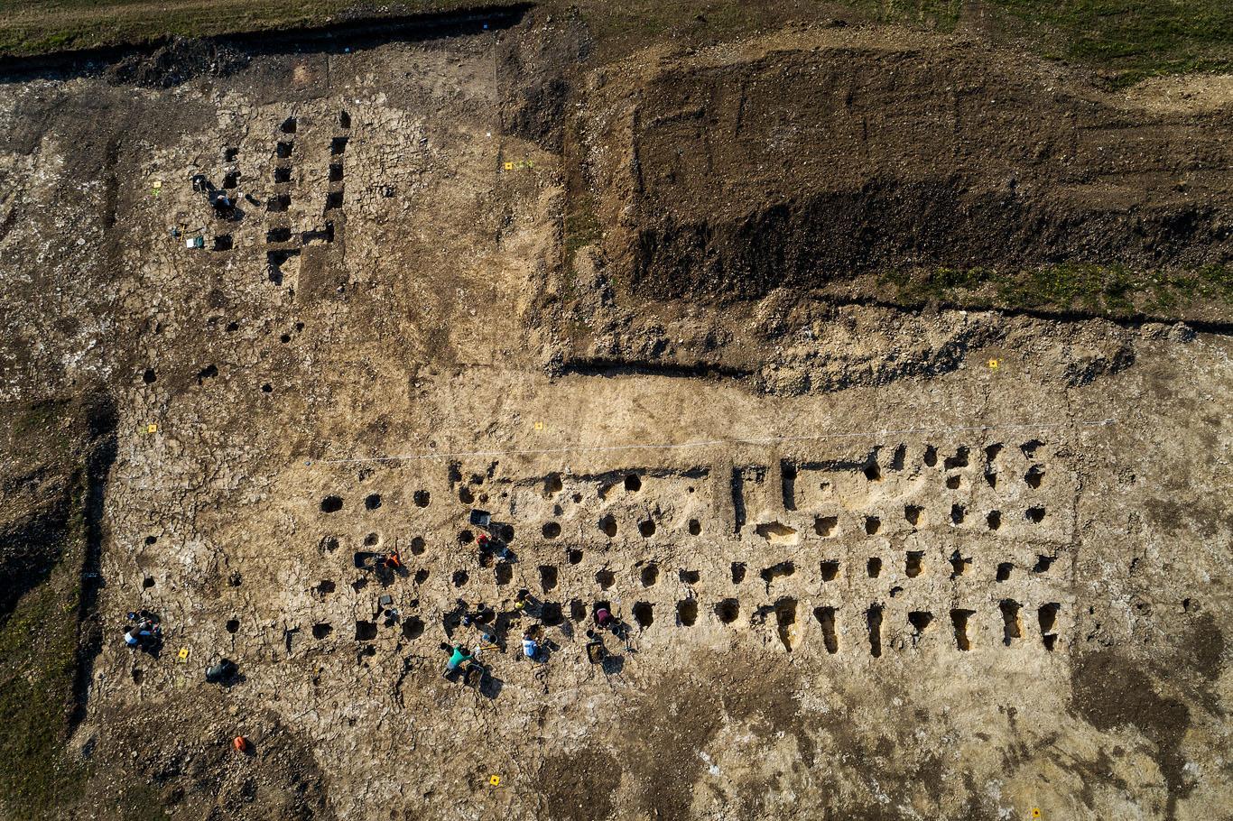 Armes de l'âge du bronze et légion romaine sur le Mont Castel dans le Calvados