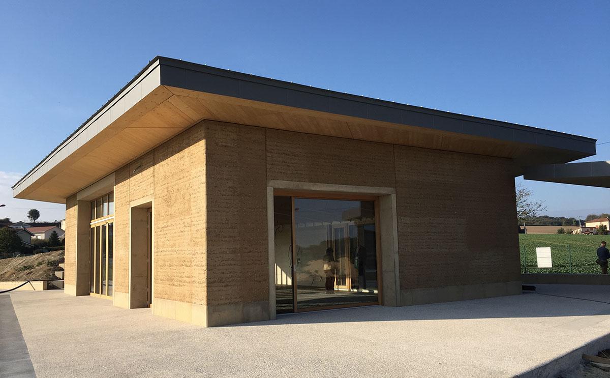 Matériaux locaux et chantier participatif pour un bâtiment associatif en pisé
