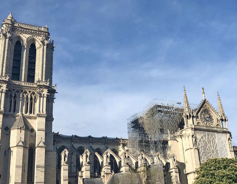 Les voûtes de Notre-Dame de Paris provisoirement abritées