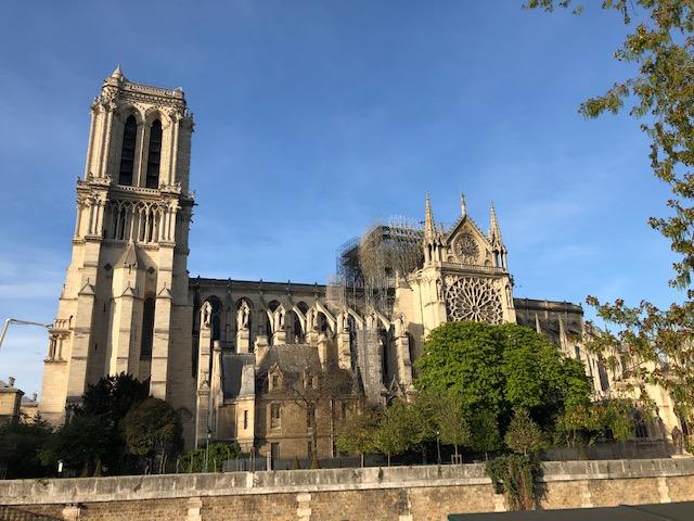 Notre-Dame de Paris : la thèse de fils électriques «sauvages»