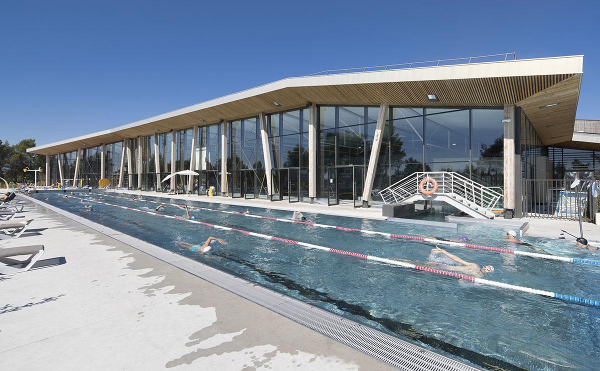 batijournal mur rideau monumental pour la piscine de. Black Bedroom Furniture Sets. Home Design Ideas